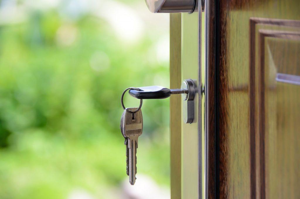 keys in the door knob